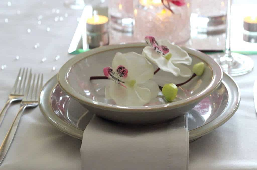 Gorgeous place setting - from the post How to create a stunning valentine's day tablescape www.chalkingupsuccess.com