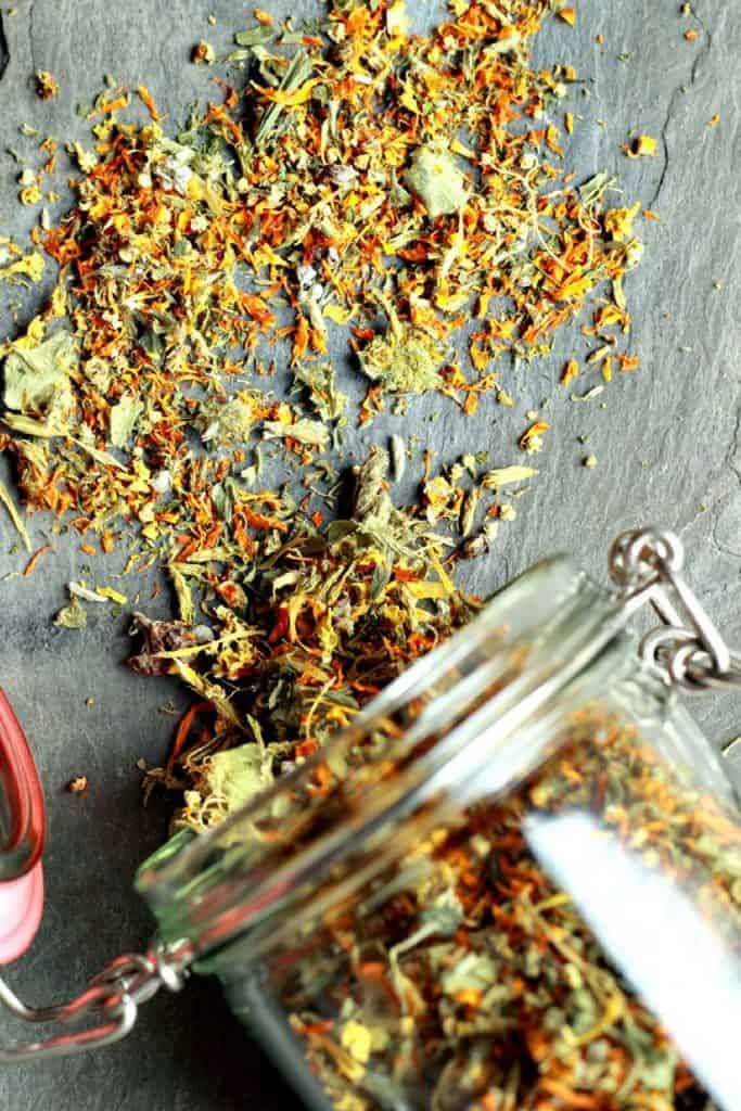 How to make the most amazing immune boosting herbal tea your whole family will love - for free!