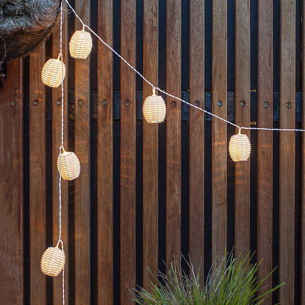 Simple & quick ideas for achieving a dreamy summer vibe in your outdoor space this year. This is so good, you won't want to leave it!