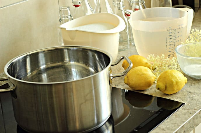 How to make Delicious elderflower syrup - this is one of my favourite summer drink recipes. You'll be amazed at how easy it is to make.