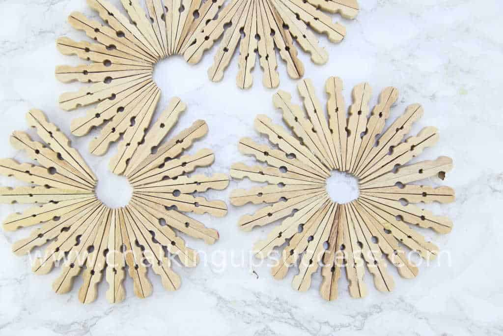 Simple but beautiful, DIY trivet made from wooden clothespins #clothespintrivet #clothespincoaster #easyhomedecor #woodenclothespins #woodenpegs #woodenclothespegs #tabledecor #craftsforkids #crafts #homedecor #diy