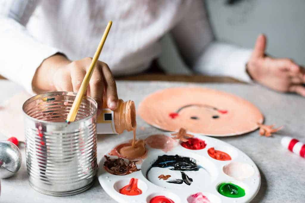 Creative hands - Creative minds – Your child will soak up information, knowledge and important life skills without even realising they are learning. Find out how creativity advances your child's development and sets them up for a successful future. #childdevelopment #nurturingcreativity #creativekids #howtonurturecreativityinyourkids #cleverkids