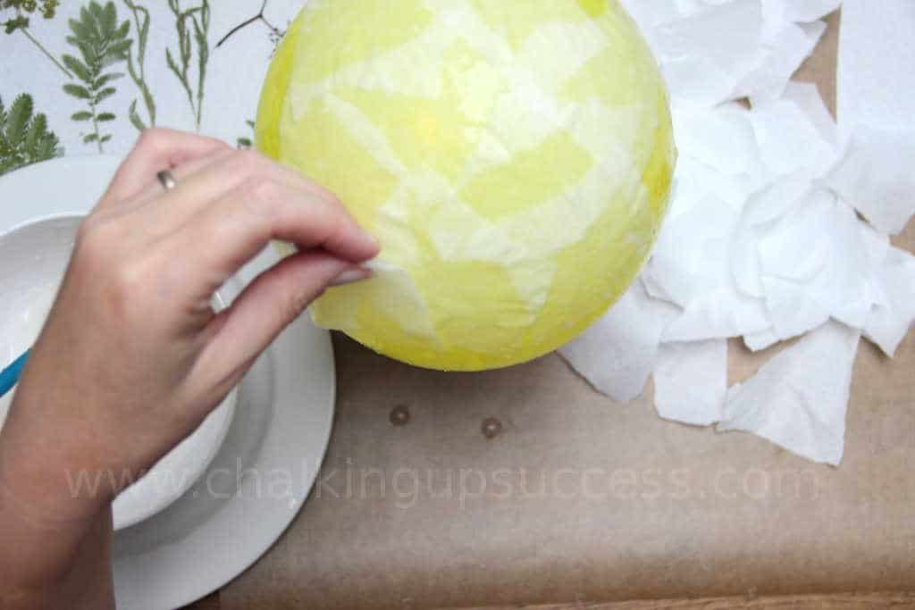 Create a cosy atmosphere and add extra special light to your home or patio, Follow these step by step instructions for making papermache pressed flower lanterns. Make them with your kids and create memories that will last forever. #lanterns #pressedflowers #pressedflowerlanterns #homedecor #diy #autumndecor #falldecor #kidscrafts