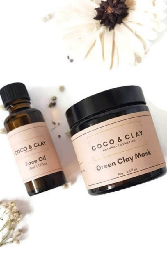 How to give a thoughtful gift that won't end up at Oxfam! Don't just give 'something' for the sake of giving. Here are some stylish eco friendly gift ideas that show you care about her AND the planet. Natural skincare set from coco & clay. Includes Green or Pink Clay facial Mask and facial oil.