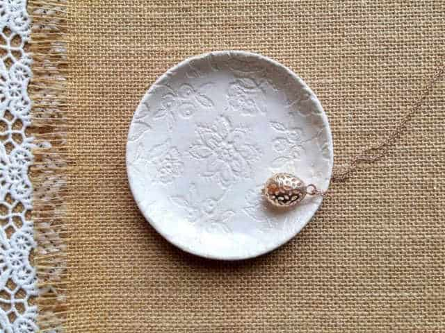 How to give a thoughtful gift that won't end up at Oxfam! Don't just give 'something' for the sake of giving. Here are some stylish eco friendly gift ideas that show you care about her AND the planet.. Off white ceramic jewellery dish with a flower pattern ingrained in the dish iteself.
