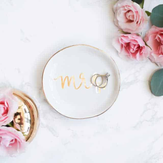 How to give a thoughtful gift that won't end up at Oxfam! Don't just give 'something' for the sake of giving. Here are some stylish eco friendly gift ideas that show you care about her AND the planet. Small ceramic jewellery dish with the word 'Mrs' in gold script across the center of the dish.