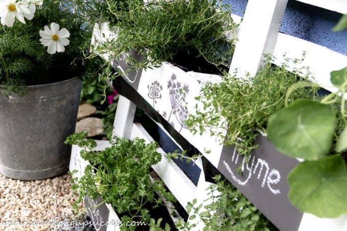 Finished planter #DIY #gardening #diywoodpalletplanter #recyledpallets