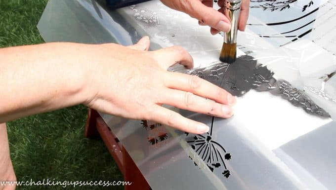 Stencilling the wooden pallet - This recycling project can be completed in a day or weekend. Easily create a unique herb/flower planter for your porch, or garden. #palletplanter #woodenpallets #verticalpalletplanter #porch #DIY #gardening #diywoodpalletplanter #recyledpallets
