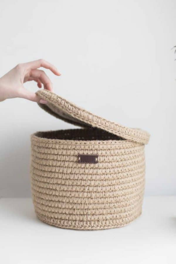 Jute basket with lid