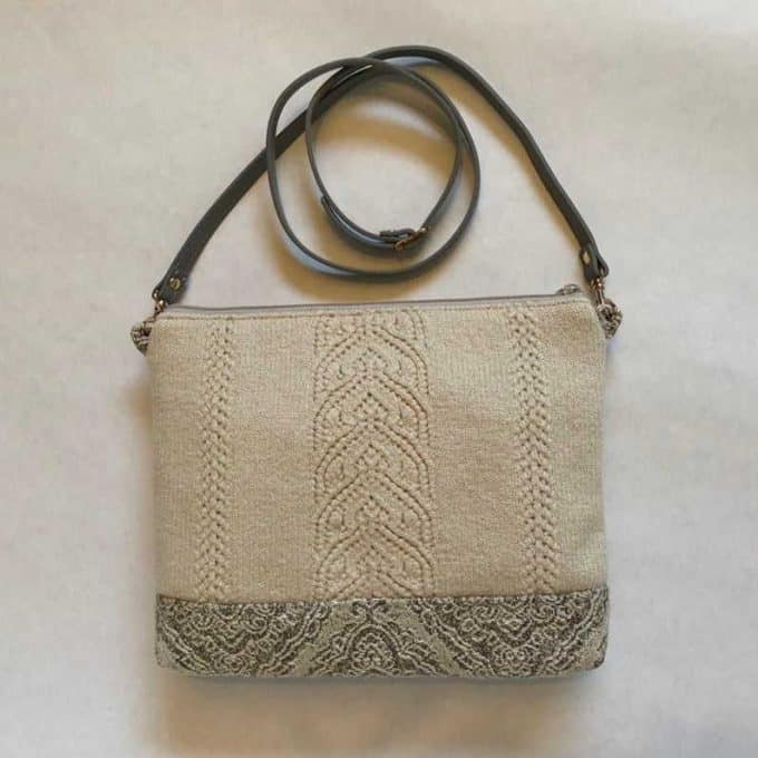 Felted Wood cross body bag natural/grey complements the Shibori tie-dye style