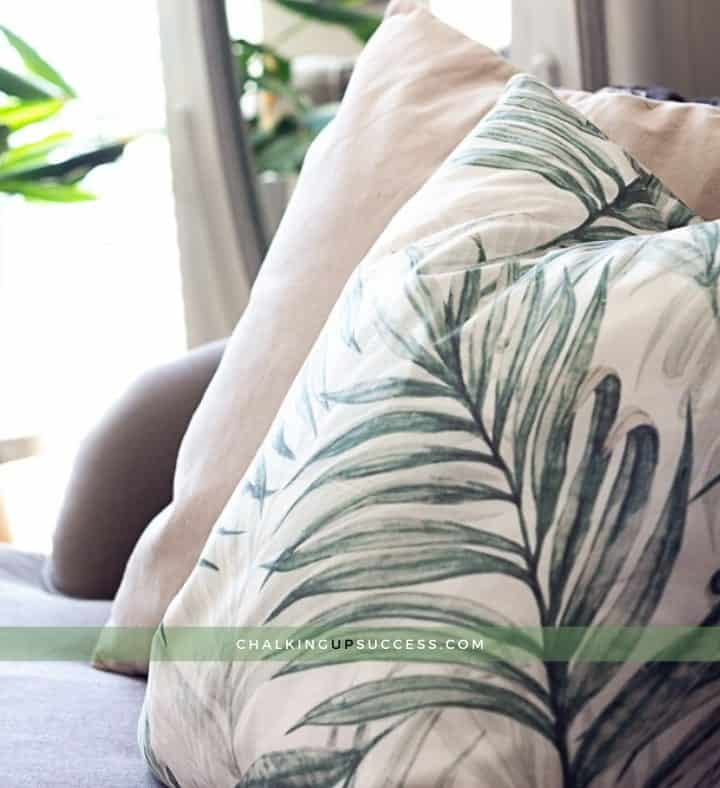 Pillows with invisible zippers