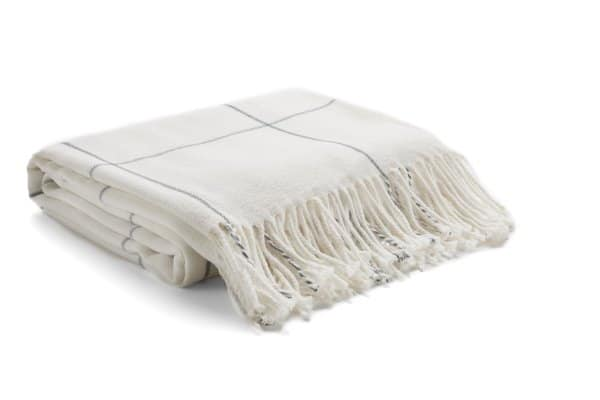 White chequered throw blanket - Autumn home decor finds