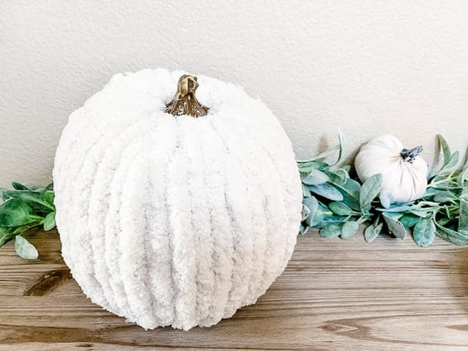 A white pumpkin made with chunky knit yarn
